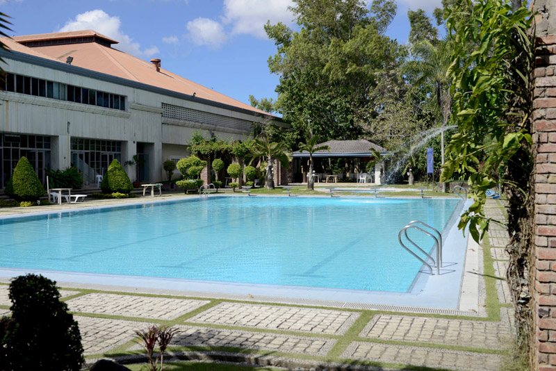 Swimming pool the orchard golf country club for Swimming pool in novaliches area